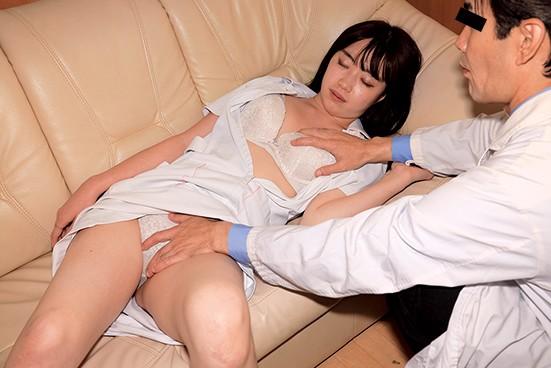とある悪徳エロ医師の記録動画が衝撃流出! 無人の病室やロッカー室、当直で一人の美人看護師をターゲットに、突然襲い掛かりクロロフォルムで昏●状態にして大量中出しレ●プ キャプチャー画像 7枚目
