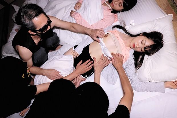 女子○生 修学旅行 集団夜●い動画 同級生の寝ているすぐ横で…終わらない悪夢…