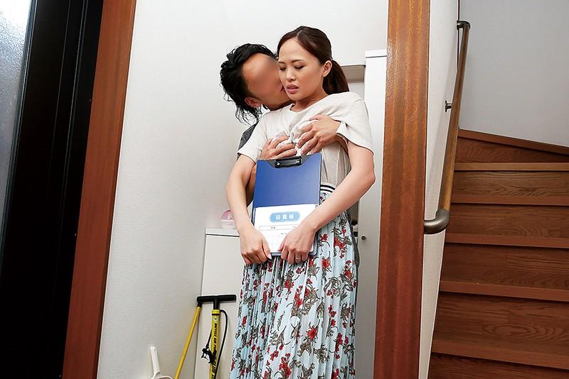 マンションの住人に狙われた長身美脚マゾ妻 宮沢優里 11枚目