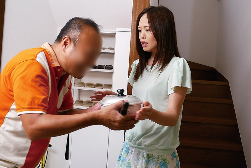 マンションの住人に狙われた長身美脚マゾ妻 宮沢優里 3枚目