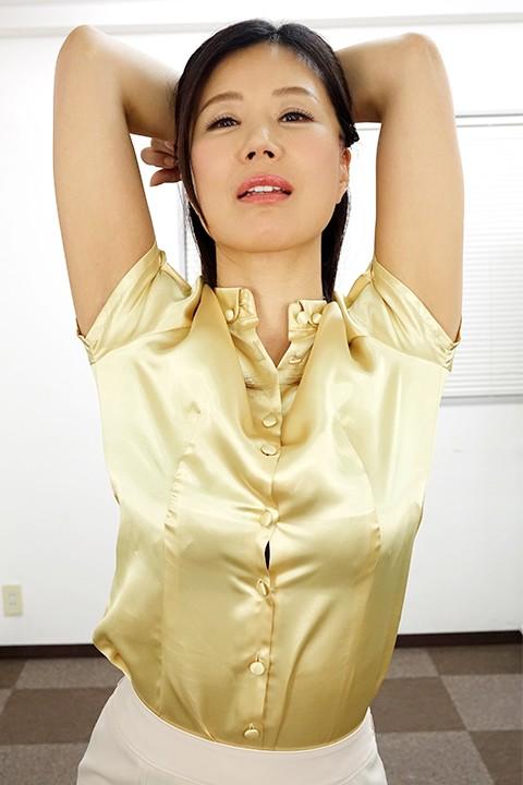 女上司仁美さんの艶やかスーツとツルてろサテンブラウス いいなり部下のチ○ポを仕事中にコッソリ味見する上司編 片瀬仁美 1枚目