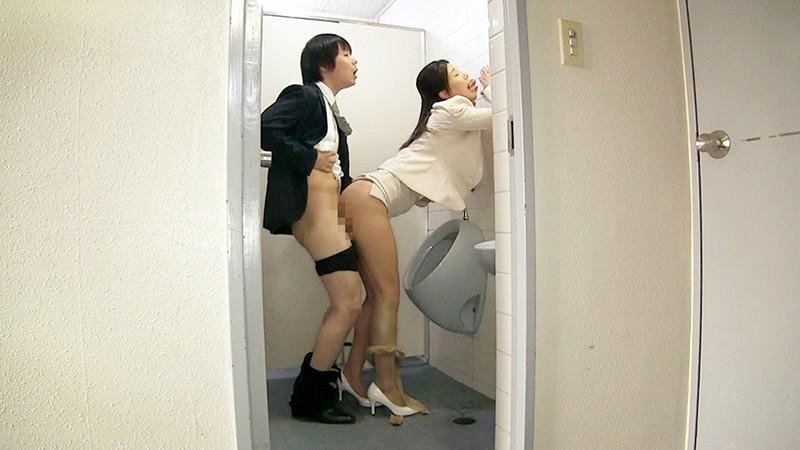 女上司仁美さんの艶やかスーツとツルてろサテンブラウス いいなり部下のチ○ポを仕事中にコッソリ味見する上司編 片瀬仁美 6枚目