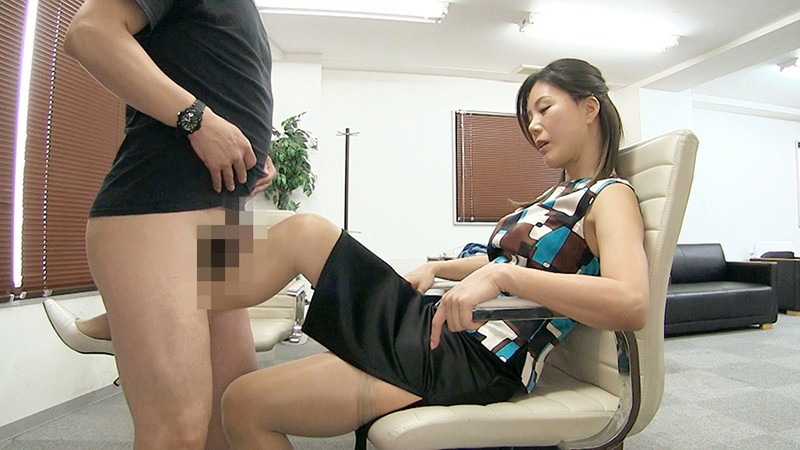 女上司仁美さんの艶やかスーツとツルてろサテンブラウス 酔い潰れた女上司にイタズラ編 片瀬仁美 4枚目