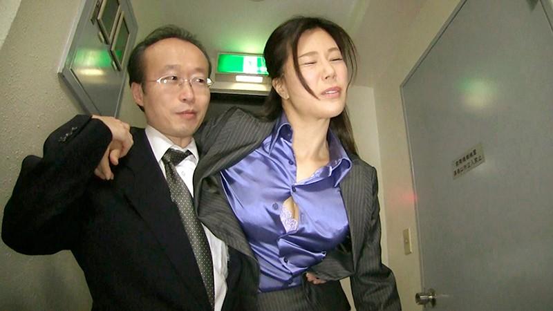 女上司仁美さんの艶やかスーツとツルてろサテンブラウス 酔い潰れた女上司にイタズラ編 片瀬仁美 7枚目