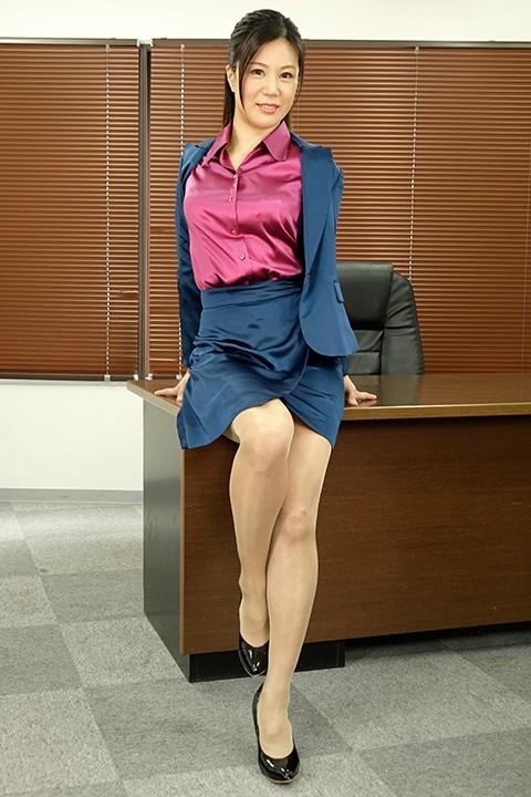 女上司仁美さんの艶やかスーツとツルてろサテンブラウス 不倫部下の逆転レ○プ編 片瀬仁美 1枚目
