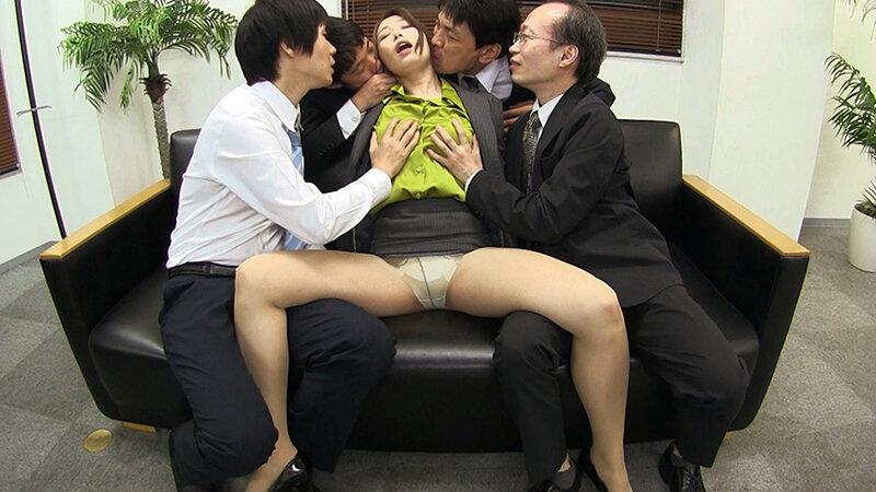 夫のオフィスでヤラレたいの…社員達との輪●SEXに酔いしれる社長夫人~ぶっかけ!つるつるサテン美女ハードコア~ 佐伯由美香