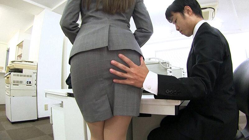 夫のオフィスでヤラレたいの…社員達との輪姦SEXに酔いしれる社長夫人~ぶっかけ!つるつるサテン美女ハードコア~(中編)社員達からぶっかけ三昧 佐伯由美香