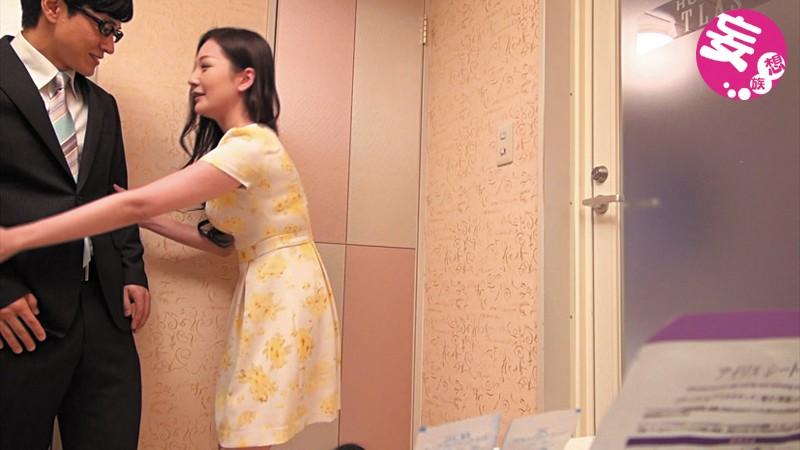 素人盗撮買取映像 現役教師とその教え子の美人母親との密会盗撮 中出しハメ撮り 画像1