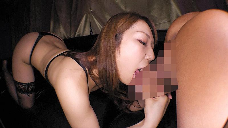 密着しながら淫語で誘惑する痴女お姉さん 八乃つばさ