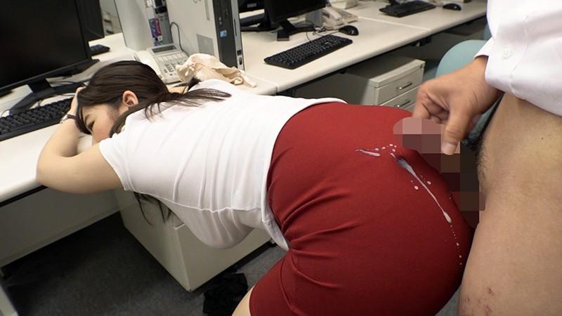 これは残業中の爆乳パツパツスーツ女上司に毎日ぶっかけセクハラした1週間の記録映像です。