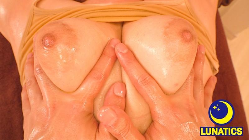 ぷっくり乳輪どすけべ乳首の巨乳美容師が高濃度CBDオイル性感エステ体験で初めての仰け反り乳首イキ!とどめの巨根ピストンで追撃アクメ! 3枚目
