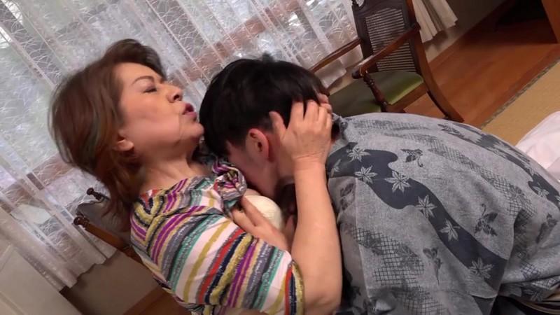 孫と行く禁断の温泉旅行 孫の勃起にメロメロ 浜崎直子 6枚目
