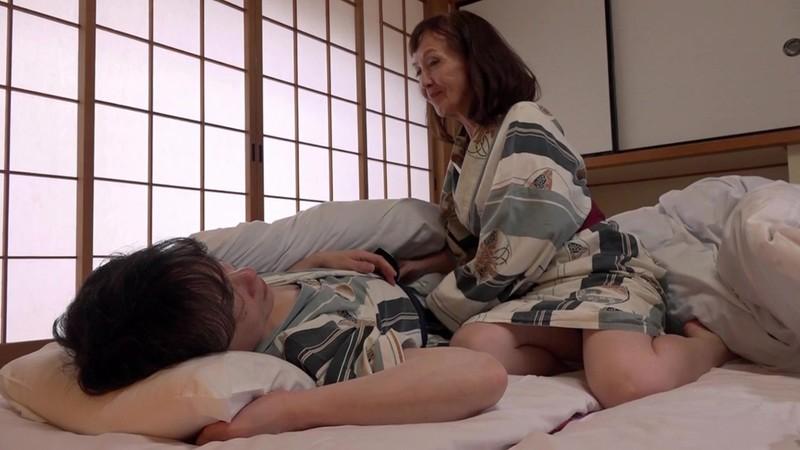 孫と行く禁断の温泉旅行 中出し性教育 浅野多恵子 キャプチャー画像 18枚目