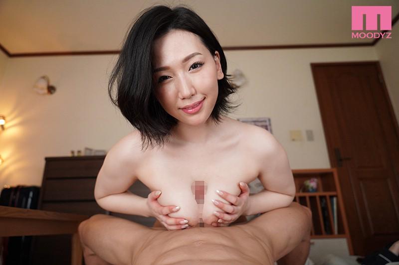佐山愛の巨乳で包まれるパイズリ