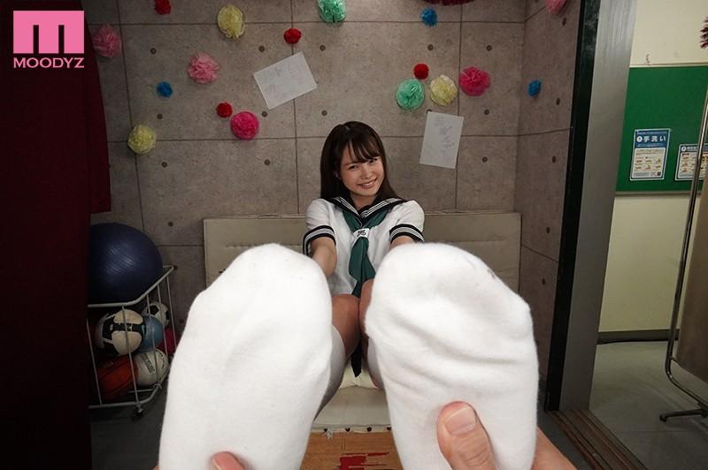【VR】学園祭で脱ぎたてホカホカ パンツ売りの美少女VR!! 「お兄さん…おこづかいたくさんくれたらも〜っといいコトしてあげる!!」 松本いちか