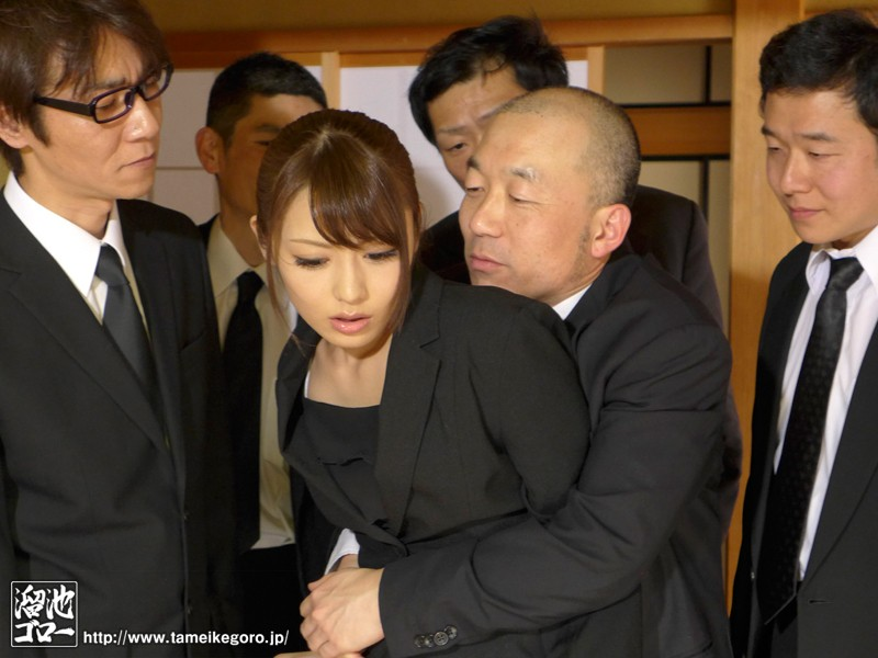 【花嫁・若妻】 夫の親族一同に輪姦された美人妻 桜井あゆ キャプチャー画像 8枚目