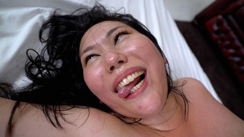 あなたの願い叶えます!「おっきいオチンチンでいっぱいシテもらいたいです…。」欲求不満な人妻がAV志願!ノンストップ巨根ピストンでアヘ顔アクメしまくるデカ乳首肉感妻 19枚目