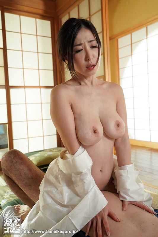 MEYD-584 Studio Tameike Goro - During The 5 Minutes When My Husband Goes Out To Smoke, My Father In