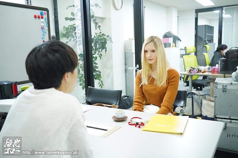 「映像関係」というパート募集に応募して採用された会社はAVメーカー。ADとして働き始めたのにいつのまにか人妻女優としてAVデビュー リリー・ハート 画像1