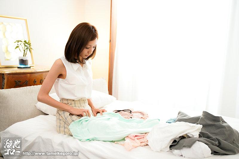「主婦なので洗濯ものの早たたみが得意です」活字で興奮しちゃう妄想オナニー好きの微乳スレンダーA人妻AVデビュー 美波杏奈 画像4