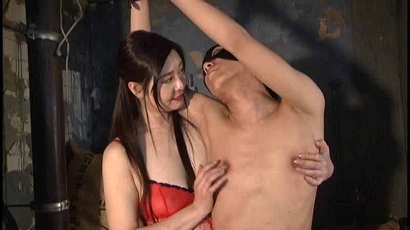 一松愛梨がM男の乳首を責める