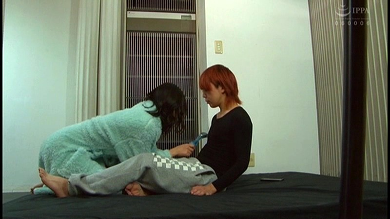 控え室で待機してたら女優に痴女の練習台にされてアナルまで犯●れた(嬉)! 画像16