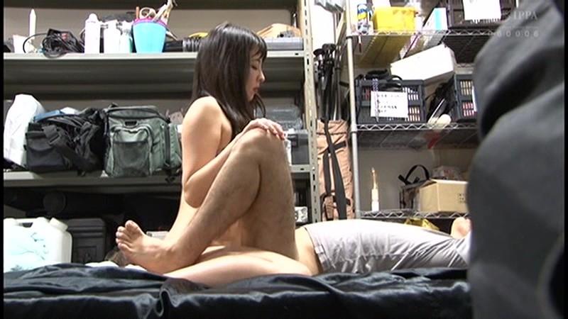 控え室で待機してたら女優に痴女の練習台にされてアナルまで犯●れた(嬉)! 画像5