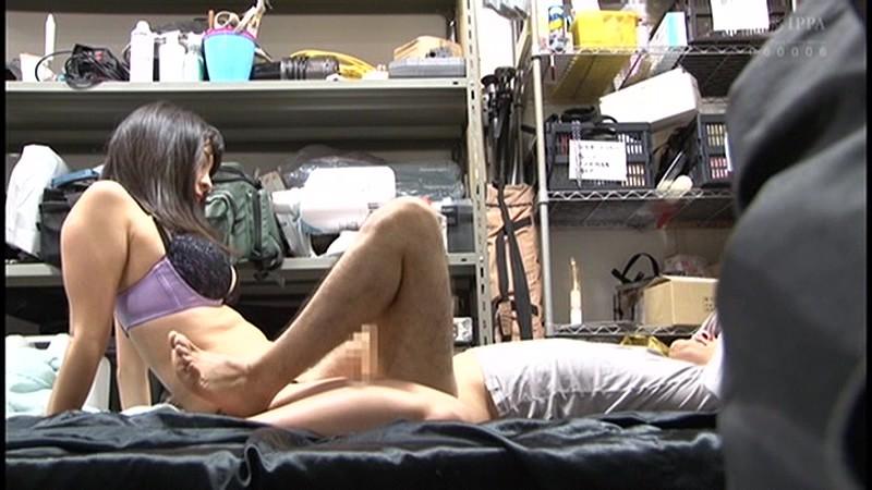 控え室で待機してたら女優に痴女の練習台にされてアナルまで犯●れた(嬉)! 画像6