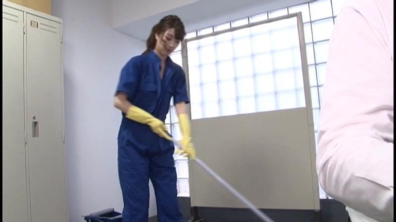 痴女清掃員のゴム手袋手コキマゾ射精WASH!2 の画像11