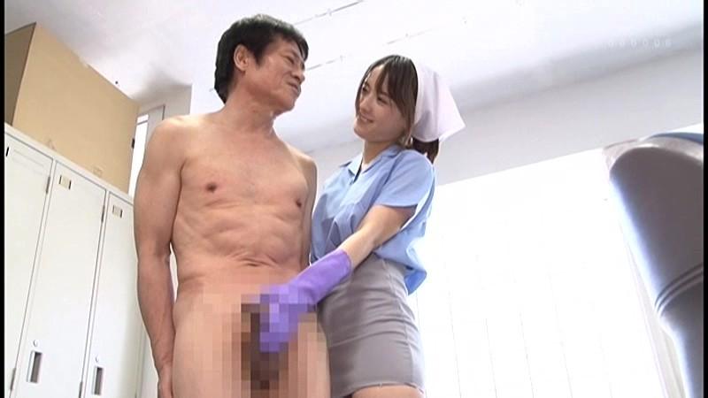 全裸のM男のいチ○ポを手コキする向井藍