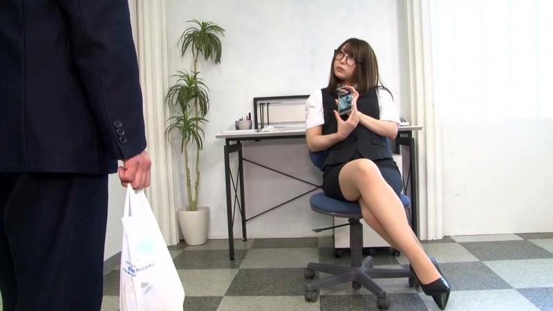 地味なオフィス事務員はM男殺しなペニバン痴女様でした。山本蓮加