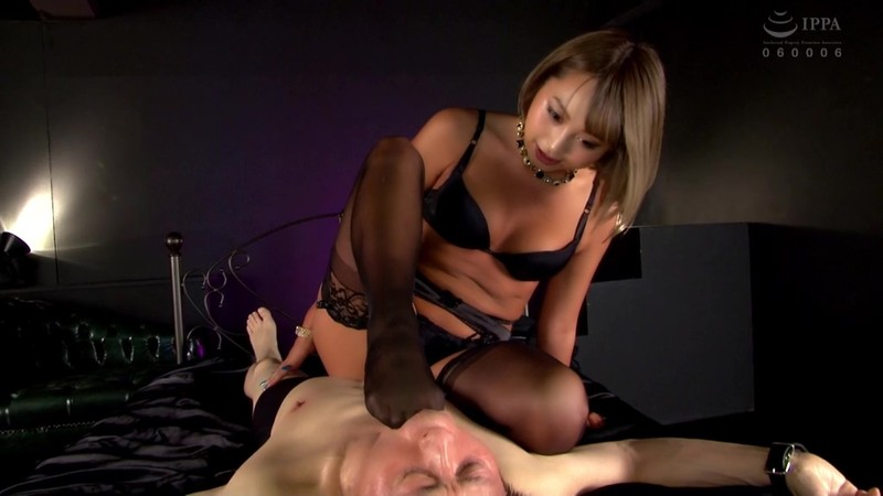 同僚の派手ギャルOLは高級痴女M性感で働くアナル責め風俗嬢 椎木くるみ 画像13
