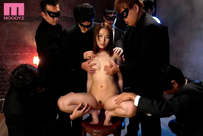 身動き出来ない美女を徹底輪● ギロチン中出し肉便器 八乃つばさ
