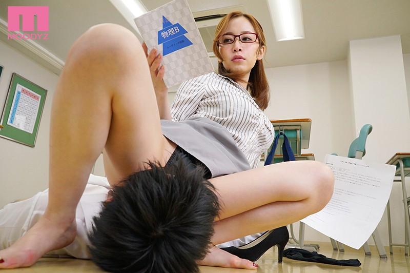 デカ尻先生の 問題が解けなかったら強制発射 またがり補習でどんどん成績が下がり続けるボク… 篠田ゆう 3枚目