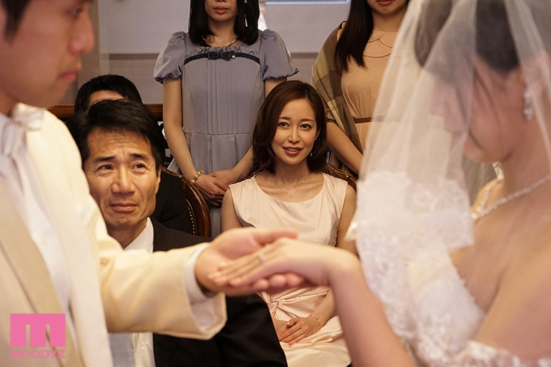 花嫁姿の妹のそばでこっそり新郎にまたがるデカ尻誘惑お姉さん 篠田ゆう キャプチャー画像 10枚目