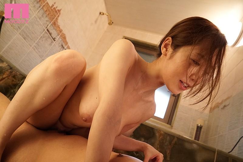 花嫁姿の妹のそばでこっそり新郎にまたがるデカ尻誘惑お姉さん 篠田ゆう キャプチャー画像 2枚目