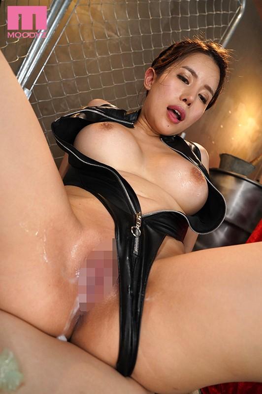 背面騎乗位で感じる永井マリア