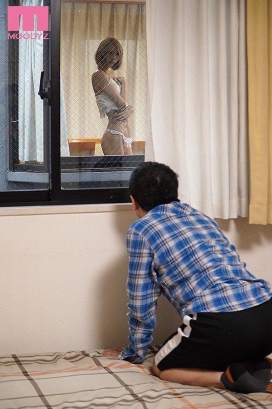 向かい部屋に住む裏社会の女に窓越しで誘惑され精子枯れるまで痴女られちゃった僕。 佐藤エル 1枚目