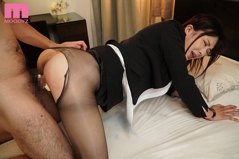 〜夫の上司に犯●れる最強美女〜捜査官を辞めて妻になったのに 辻井ほのか 画像9