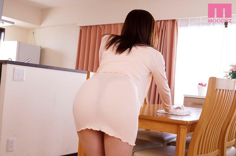 誘惑的な透けTバックでマンション内をねり歩く昼下がりのデカ尻人妻 篠田ゆう 6枚目
