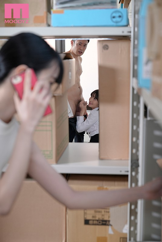 二人きりの密室で汗ばむ巨乳女上司に密着囁き誘惑で痴女られまくった僕。 藤森里穂 キャプチャー画像 3枚目