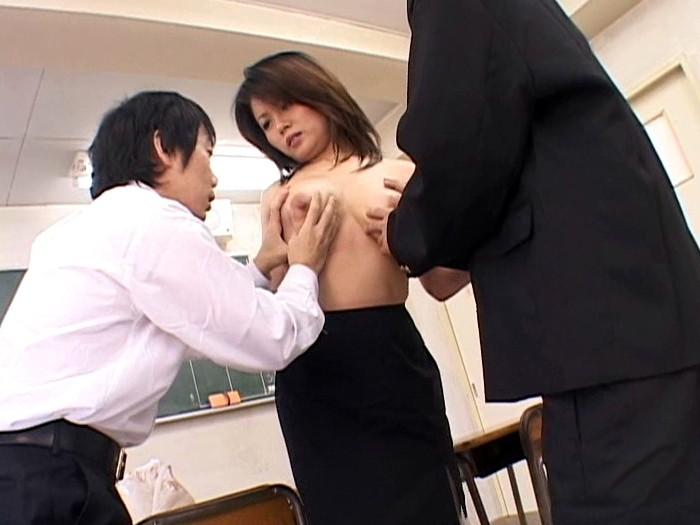 巨乳人妻女教師 佐藤美紀 画像15