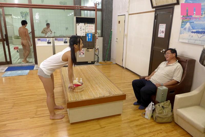 密着!一人娘が洗体営業を行う板○区最後の湯女付き銭湯 あべみかこ