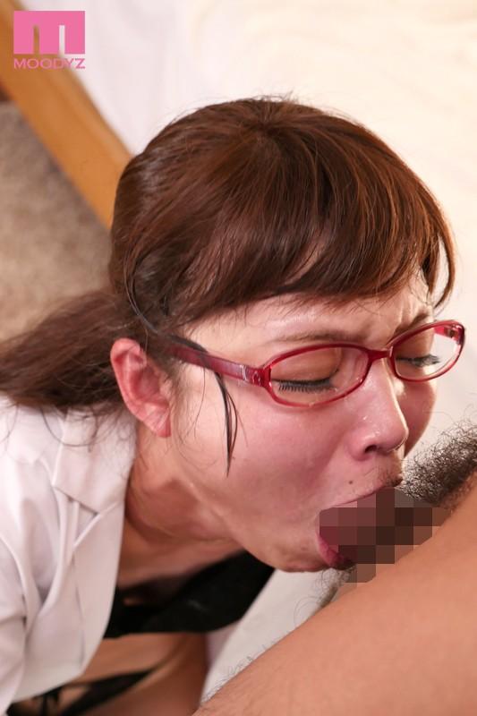 丸呑みディープスロート 喉搾りごっくんお姉さん 碧しの 画像4