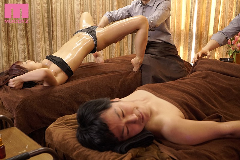 カップルエステNTR 彼氏を横目にあふれる白濁愛液 紗藤まゆ キャプチャー画像 3枚目