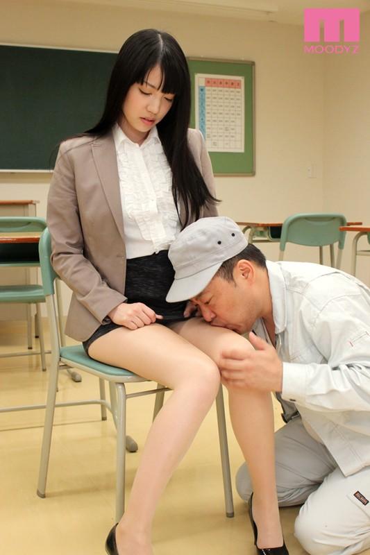 【パンスト】 タイトスカート女教師 鈴木心春 キャプチャー画像 2枚目