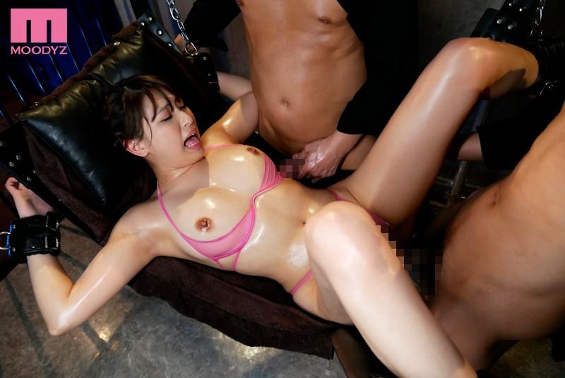 オーガズム性感開発オイルマッサージ 絶叫エビ反り痙攣がヤバすぎて強●拘束 秋山祥子