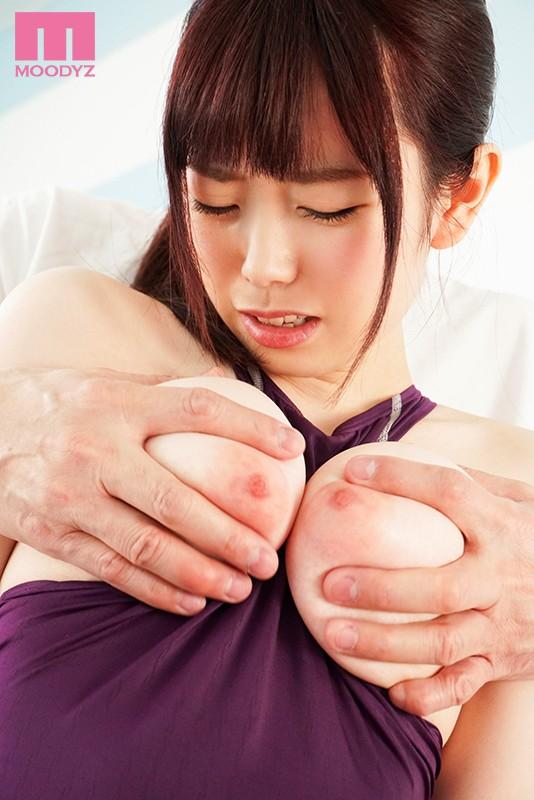 肩こりを軽減させるおっぱいストレッチで性感刺激マッサージ イヤと言えない無口な女子大生を狙うパーソナルトレーナー 水卜さくら 画像8