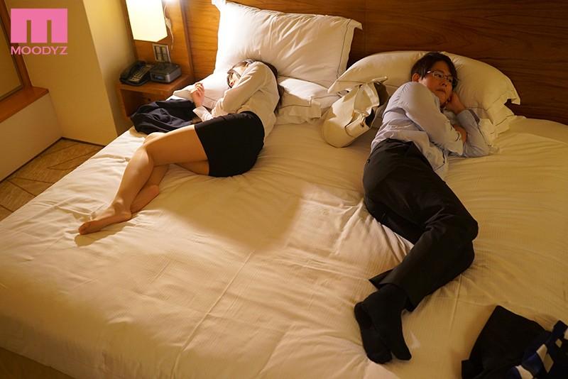 【深夜25時】終電逃し×相部屋NTR 結婚が決まってる女上司とWベッドの上で次の日までハメまくったホテル浮気 高橋しょう子