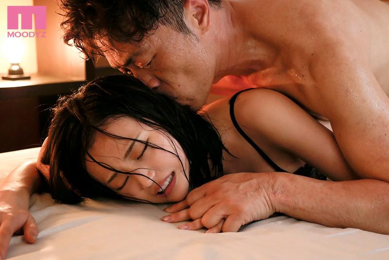 熟練された高等テクニックで開発された女子大生の汗だく唾液まみれオヤジ性交 三咲美憂 3枚目